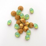 1 SWAROVSKI Vintage 1100 Chaton 5 mm Green Opal